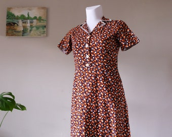50's dress 50s Vintage brown white orange leaves print notched lace collar short sleeve fitted day dress button up medium large size / Z2