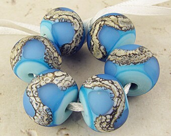 Handmade Lampwork Glass Bead Frosted Set of 6, Webbed Silvered Ivory, 14x11mm Blue on Turquoise Velvet