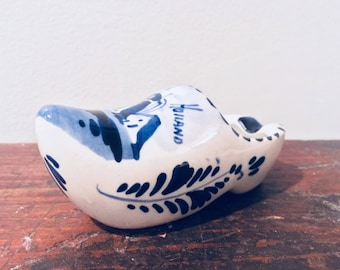 Miniature DUTCH CLOGS Vintage Holland Souvenir Ceramic Dutch Clog Ceramic Ashtray Blue and White Decor Windmill Ceramic Collectibles