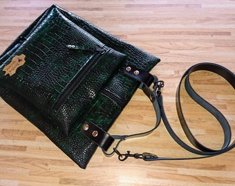 Chic handbag in green-black snake design