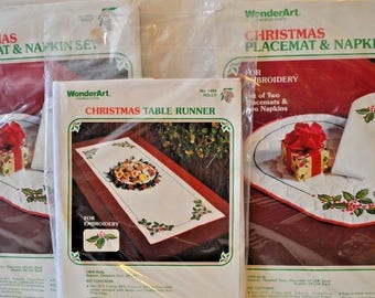 Vintage WonderArt Embroidery Kit Christmas Table Runner Placemats Napkins NEW