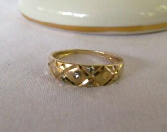 XOXO Love Diamond and Gold 10K 4 Tiny diamond Stones sz 7 1/4 Gold Ring