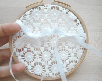 Ring bearer, wedding, embroidery hoop, wood, white round lace fabric, ribbons, white satin wedding, wedding, country, love