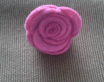 Flower brooch in pink felt