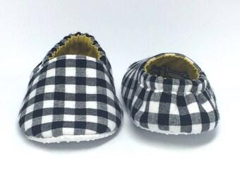 6-9mo RTS Baby Moccs: Black & White Plaid / Crib Shoes / Baby Shoes / Baby Moccasins / Vegan Moccs / Soft Soled Shoes / Montessori Shoes