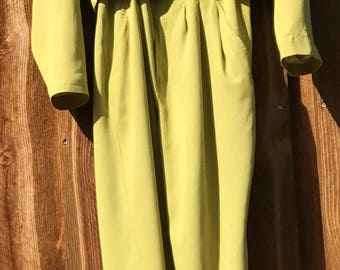 Sophisticated Yellow-green Pants Suit with Cropped Double-breasted Jacket and Front Pleat Trousers