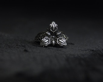 Biomechanical 'Portal' cyber silver ring. Haunted point collection