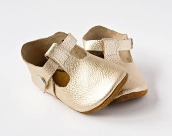 Gold Baby Shoes, Baby T-Straps, Leather Baby Shoes, Newborn Crib shoes, Baby Gift, First Walkers, Baby Shoes