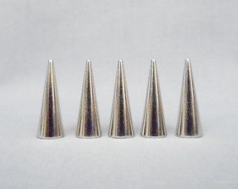 20 Silver 1 Inch Cone Spikes
