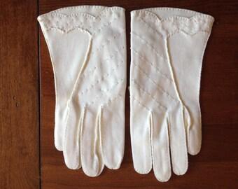 Vintage Ladies Short Gloves Lee Begman
