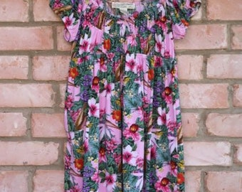 ADORABLE Vintage Hawaiian print smocked sundress