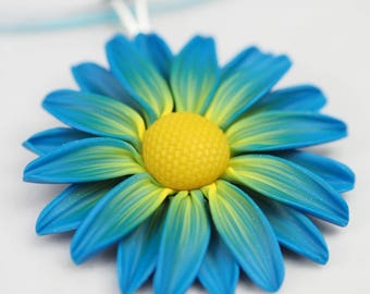 Blue and yellow daisy, colorful flower pendant necklace, gift for her, mothers day gift, gift for mom, polymer clay floral jewelry