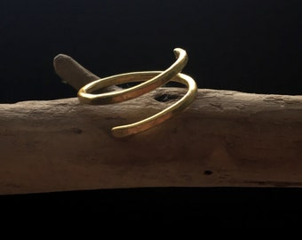 Double band adjustable hammered ring