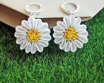 Polymer clay Chamomile earrings, white flower earrings, polymer clay flower earrings, polymer clay flowers, floral earrings