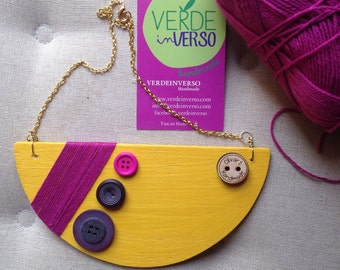 Wood and buttons necklace//handcrafted jewellery//gift Idea//geometric necklace