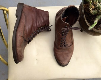 Size 7 all leather lace up elf boots// grunge granny witch boots