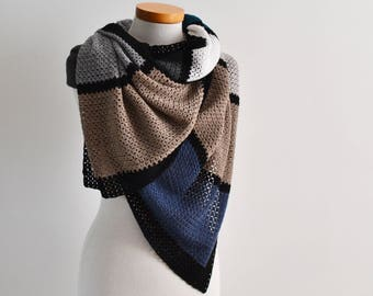 Delicate crochet shawl, Q560