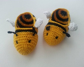 Bumble bee shoes, bumble bee baby booties, Crochet bee baby shoes, crochet bumble bee baby booties