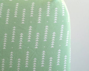 Mint triangle geo fitted sheet