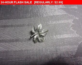 Vintage silver tone leaf brooch, estate brooch, blazer pin, coat pin
