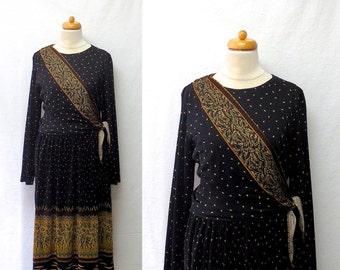 1970s Vintage Wrap Bodice Jersey Dress / Geometric Leaf Print Pleated Dress