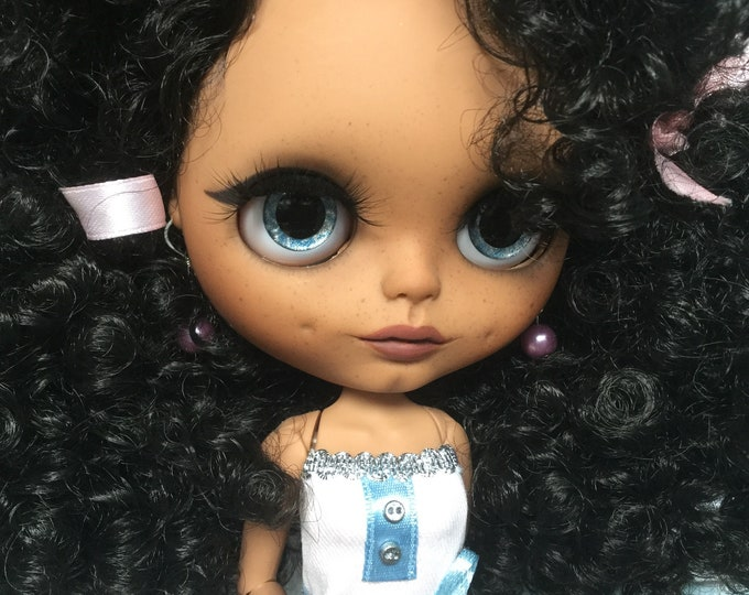Rossa- exotic dark blythe doll by FABBLED