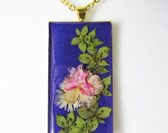 Flower Passion in Purple, Pressed Flower Pendant, Real Flower Necklace, Resin, (1976)