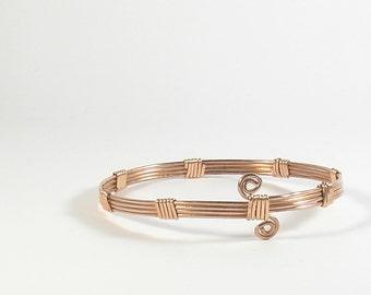 Copper wire wrapped bracelet. Minimal spiral copper bracelet for woman. Minimal jewelry. Cuff bracelet. Gift for wife