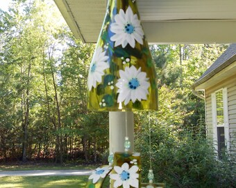 Wind Chime, White & Blue Daisy, made from recycled wine bottle -  fashioned  into a Wine-Chime!