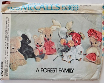 Vintage 1970s Stuffed Animal Sewing Pattern: Wolf, Squirrel, Mouse, Skunk, Rabbit and Woodchuck in Two Sizes McCall's 5369