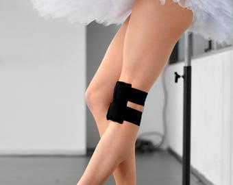 Knee heat pack with strap. Infinity Heat packs, knee pain, cold compress, icepack, pain relief.
