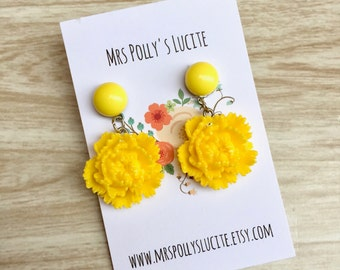 Yellow Flower earrings  - Celluloid inspired - Fakelite - 1930s - 1940s inspired