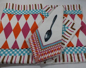 Casual and Colorful Vintage Cotton Table Runner & 4 Napkins, Dept. 56