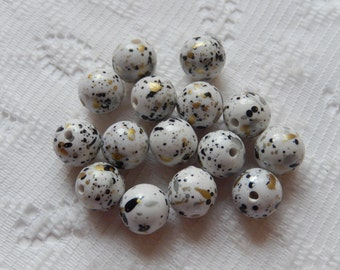 15  White Black & Gold Speckled Round Resin Acrylic Beads  10mm