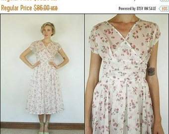 FLASH SALE FLASH Sale Vintage 50's Floral Roses White pink Preppy Ruched Flared Boho Midi dress S M