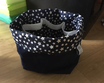 Basket lined with elastic