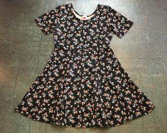 Vintage 90s floral print skater dress by No Boundaries // size medium // boho hippie retro beach resort spring summer festival