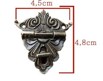Closure with brass tone 48x45mm latch accessory baroque style in 2 parts.