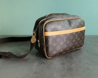 Vintage Louis Vuitton Large Sporty Leather Messenger Bag Double Zip Compartment Camera Bag Shoulder Crossbody High Fashion Luxury Street