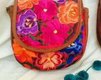 Bag embroidered in loom Chiapas, Mexico.