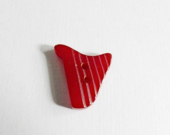 Bakelite Harp Button Realistic Red