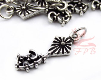 5 Flying Kite Charms 25mm Wholesale Antiqued Silver Plated Pendants SC0107005