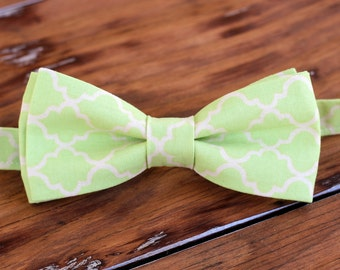 Mens green moroccan bow tie, men's green cream cotton quatrefoil bow tie, men and teen boys bowtie, wedding bow tie, birthday bow tie, gift