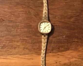 vintage Womans omni quartz ltd watch