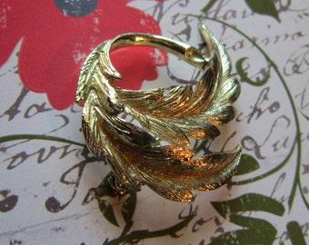 Vintage Gold Curved Leaf Brooch - BR-457 - Gold Leaf Brooch - Gold Leaf Pin - Gold Pin