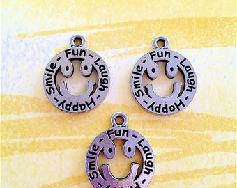 Smiley Happy Face Charms  --4pieces-(Antique Pewter Silver Finish)--style 864-