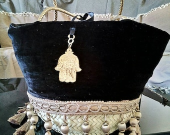 A beautiful palm tree covered in black velvet with doublure.piece unique handbag.
