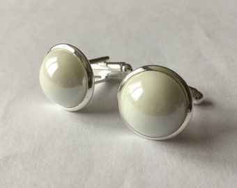 White cuff links, silvery support(medium), half White Pearl.