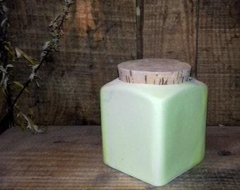 Pot yellow porcelain with Cork bonde cube