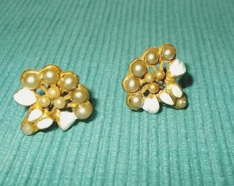 Vintage 1940s or 1950s Screw Back Earrings-Brass w Pearls & Painted Enamel Leaves-FREE SHIPPING!